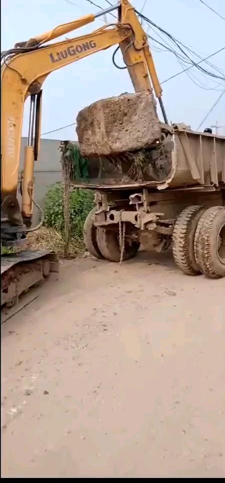 搬起石头砸自己的脚