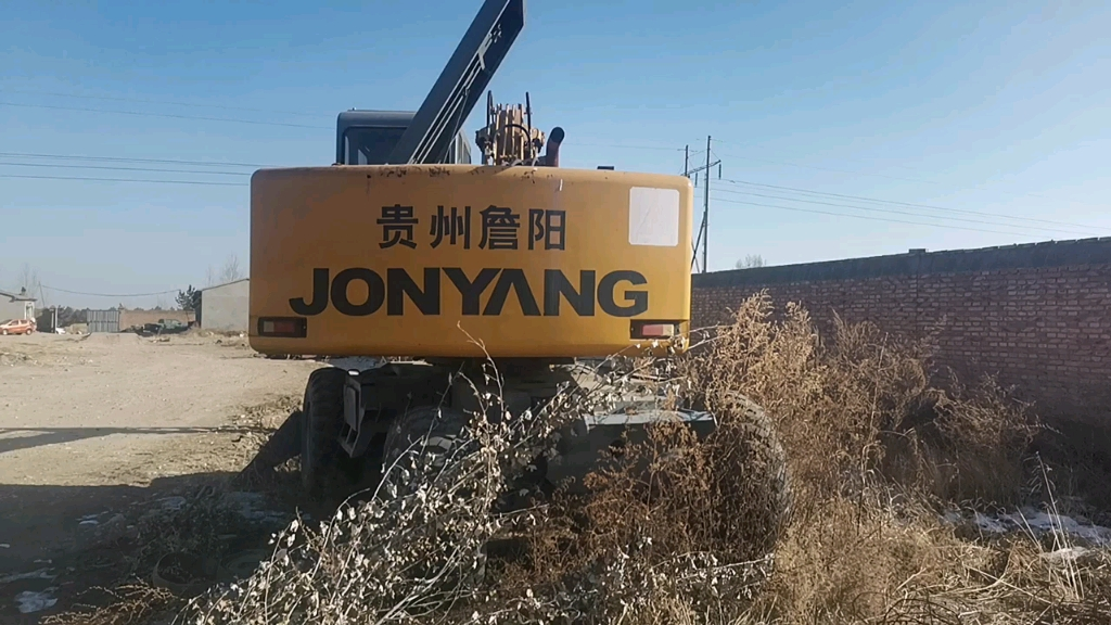 【飞哥说车17】挑战全网最老轮式挖掘机!绝对是行业元老!-帖子图片