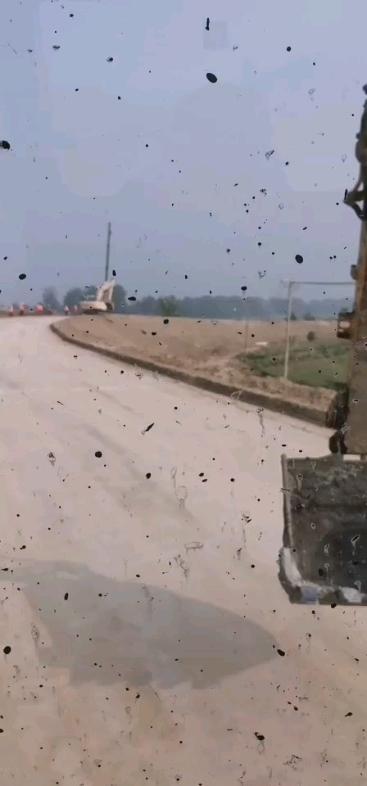 【铁甲视频】高速下路口