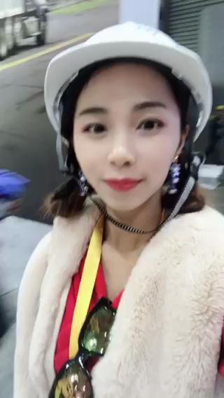 小姐姐逛宝马展:太震撼!大家的目的地都是上海宝马展