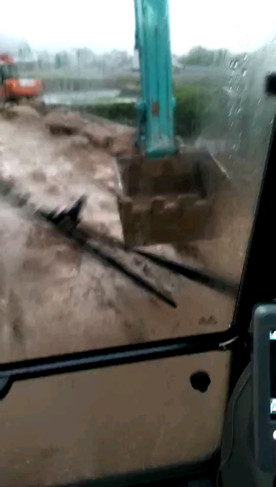 强势加固国产山河智能挖机斗