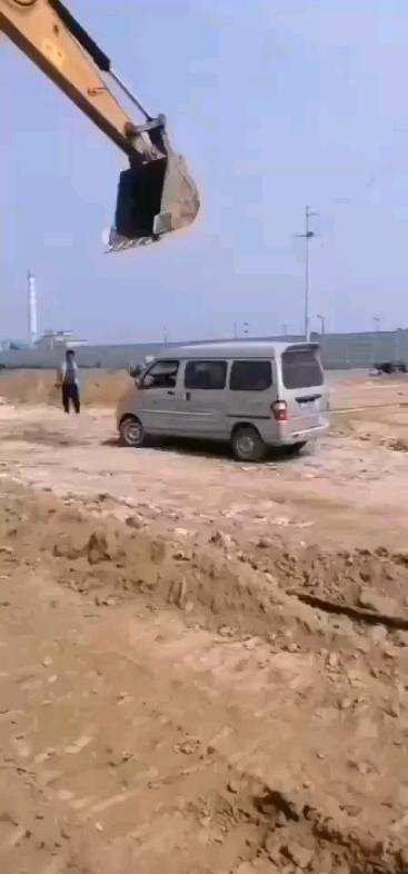 河北一工地,私人挖机老板欠挖掘机驾驶员工资-帖子图片