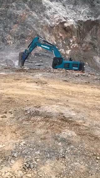 多台大型挖掘机,德克205锤,找大小型正规工地。