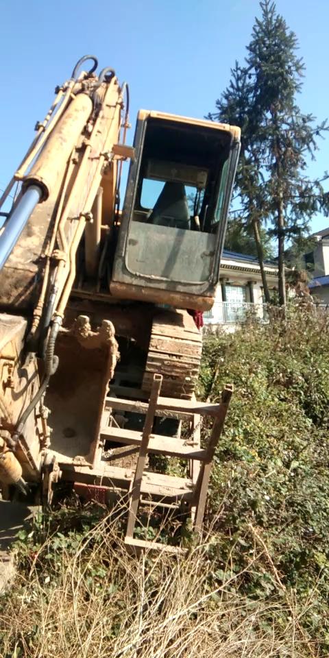 差点连车带挖一起下去了!!!