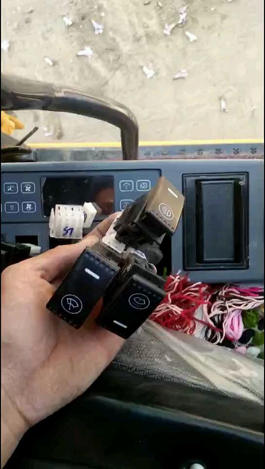 柳工9075E加装后照明灯教程