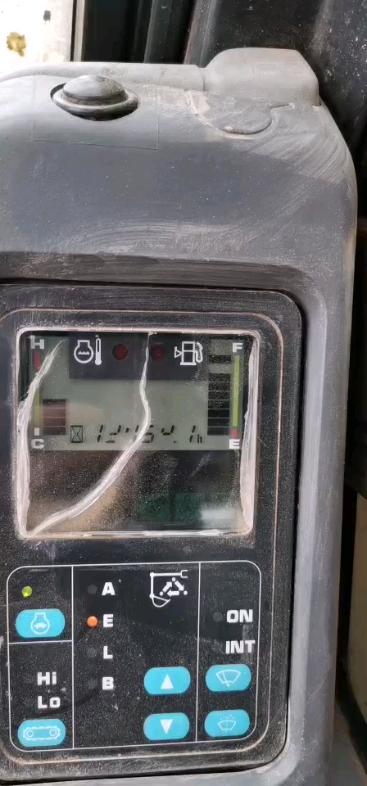 有大神知道小松130-7报警出现E05是哪的故障吗??