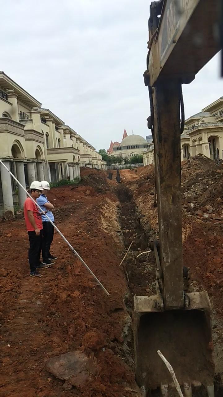 挖机挖沟献给我的新朋友龙哥