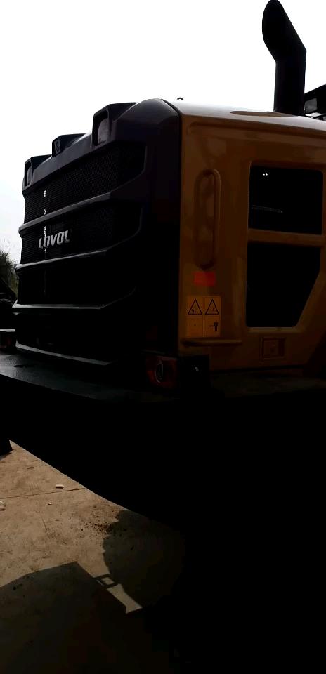 雷沃FL976装载机安装黄油自动润滑系统