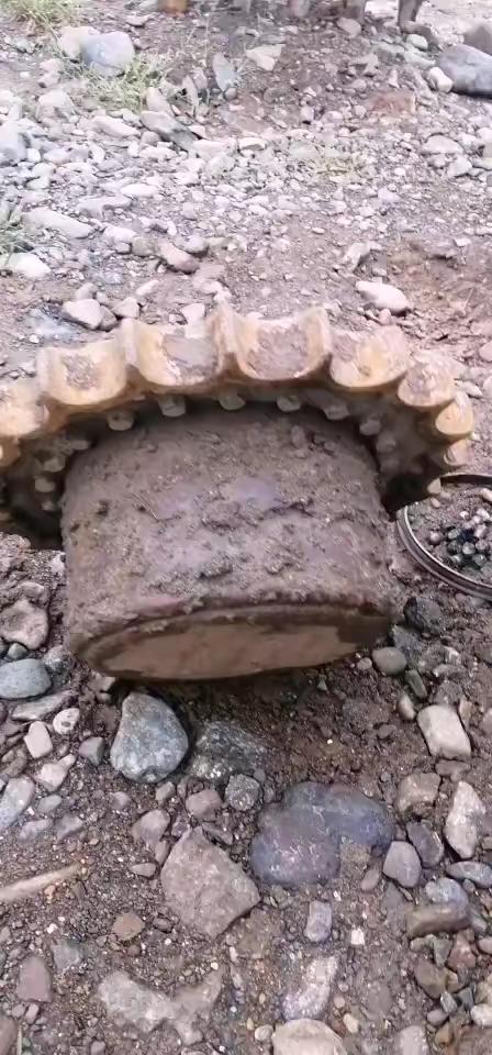 (头条)维修挖机行走马达