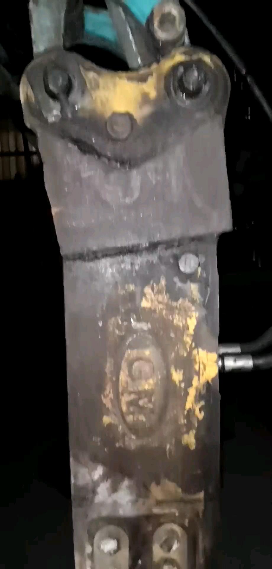 久保田15 带的破碎锤 请问这个是什么破碎锤