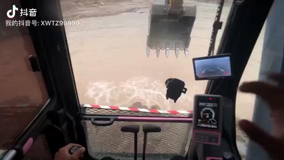【机械城视频】第一视角开挖机-帖子图片