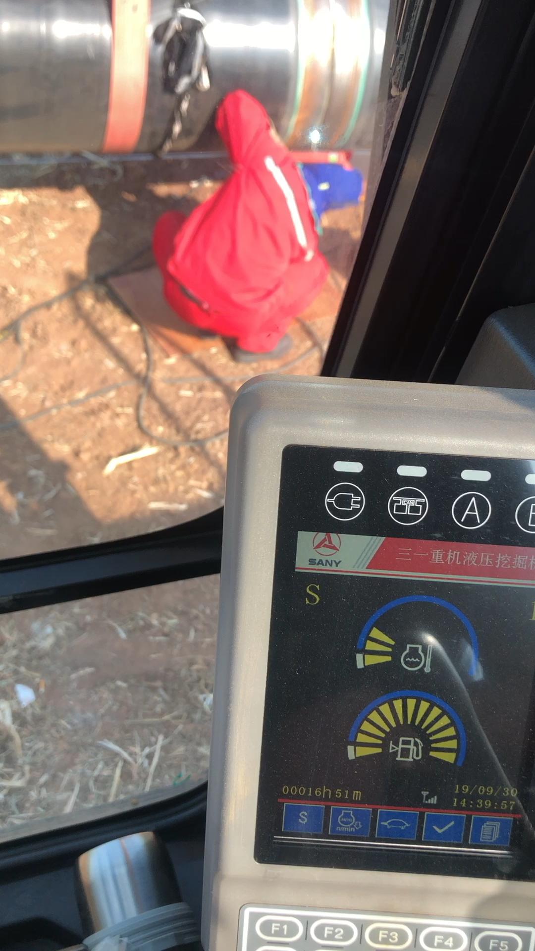 山东潍坊找挖机驾驶员,管吃住工作轻松