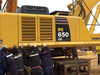 维修大工程,新购小松PC650LC-8EO转盘大量漏油
