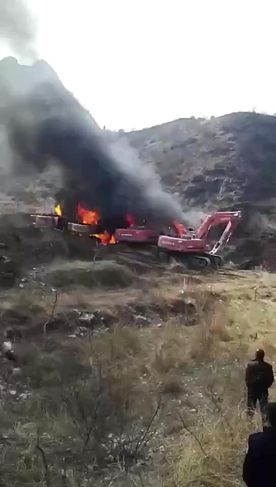 非法开工被发现,惨遭,先砸车后放火!