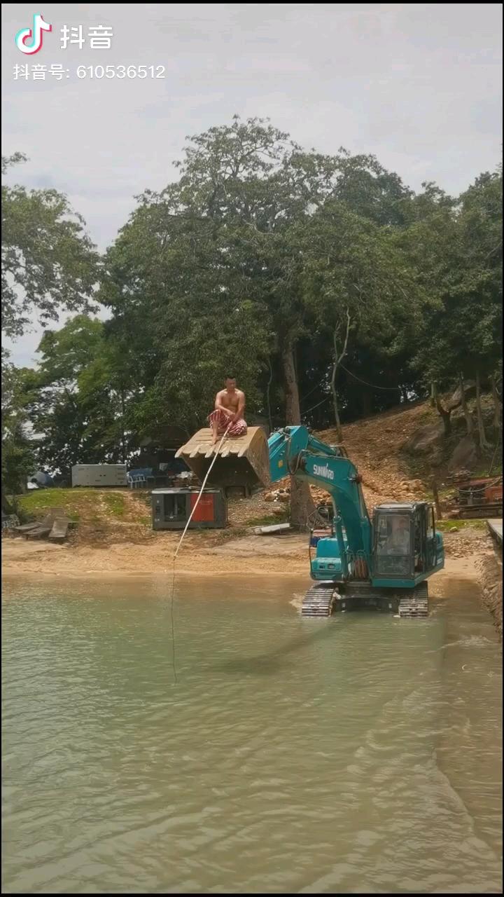 开着挖机钓鱼合集