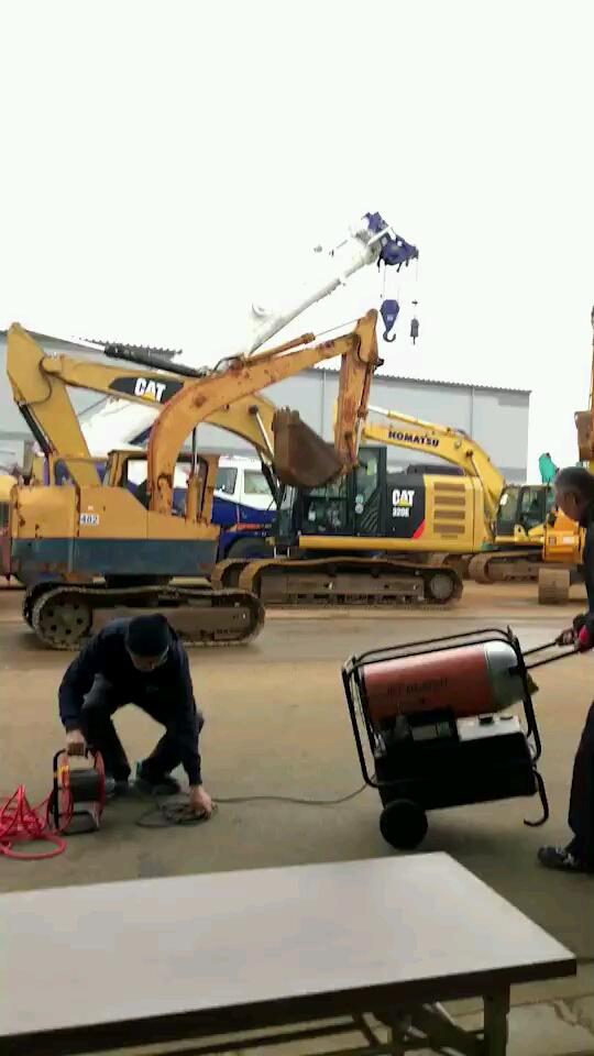 日本二手挖机拍卖现场
