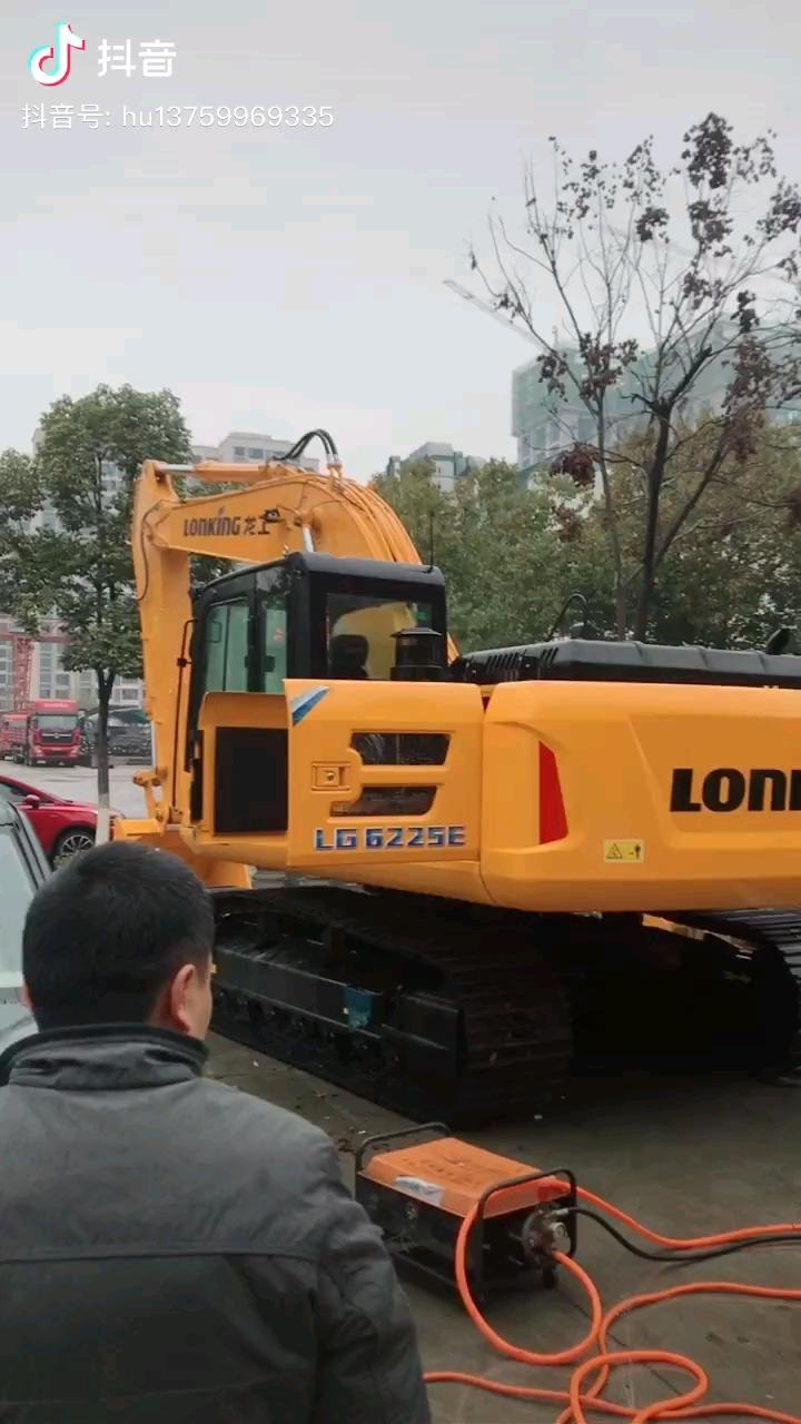 【鼠年说车】龙工225挖掘机怎么样?你会考虑吗