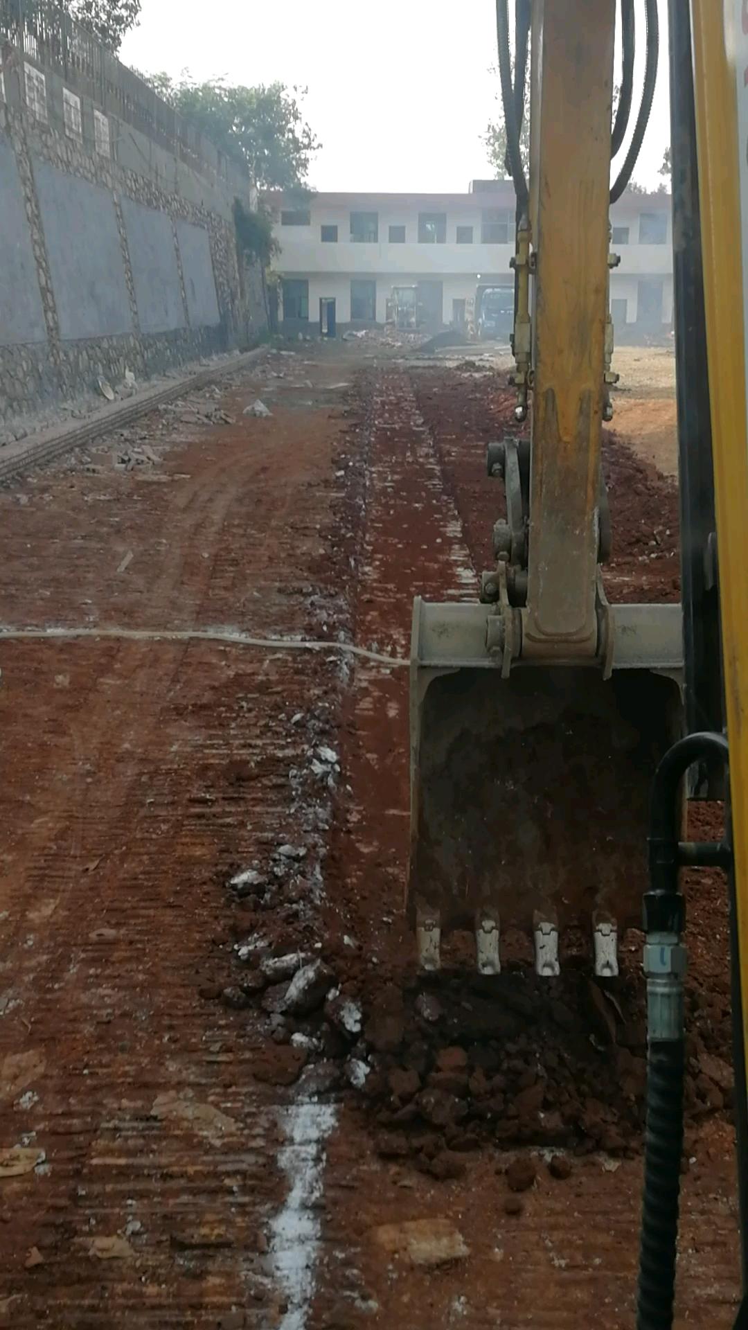 10厘米左右,这是我挖过最浅的沟了…