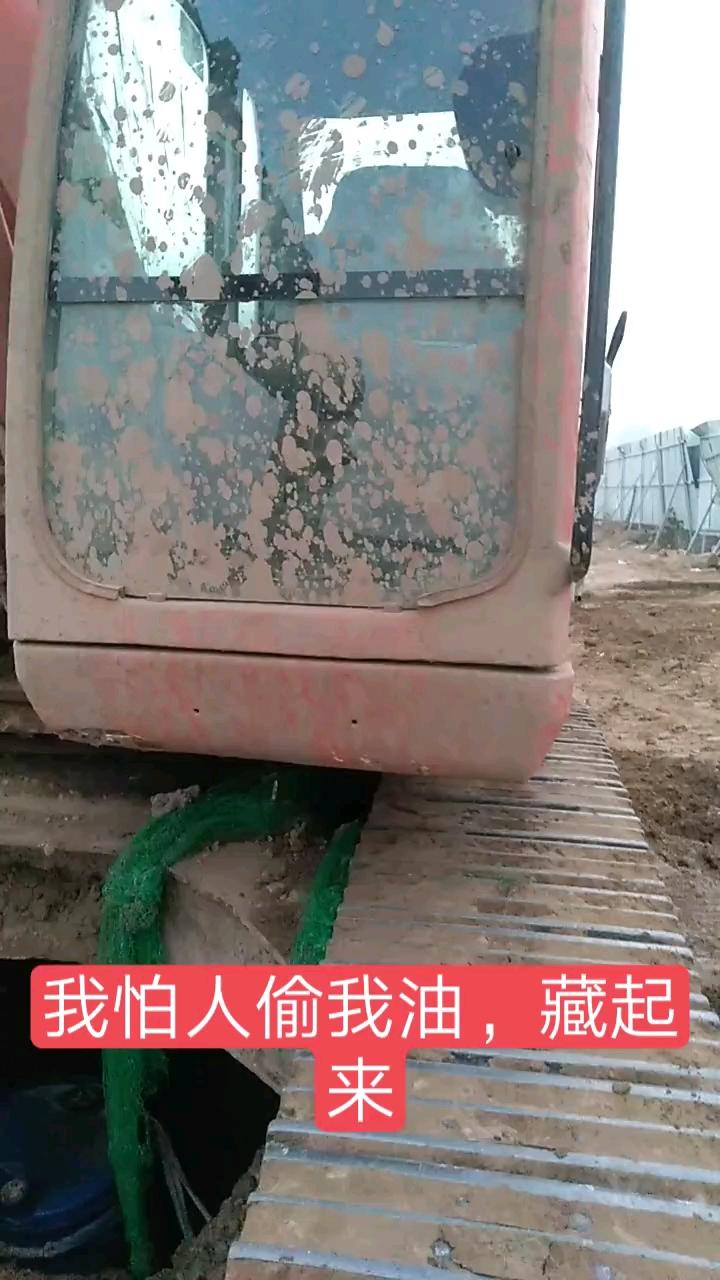 这桶柴油再被偷,我就把挖机当废铁卖