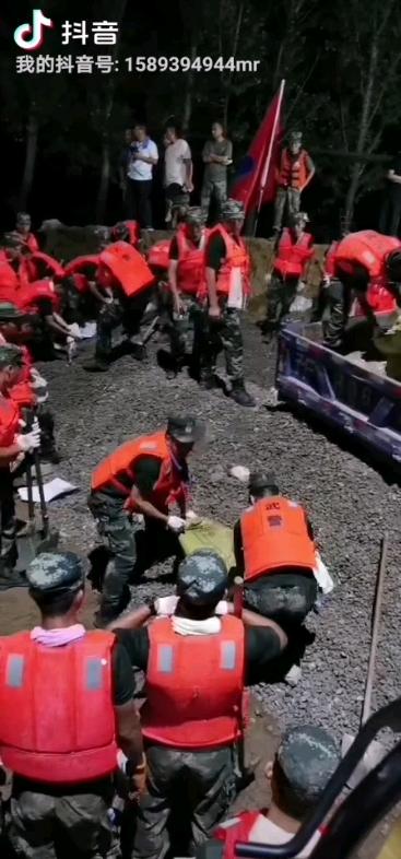 牵动万千中国人的卫河今晚合围,我在现场开挖机我自豪