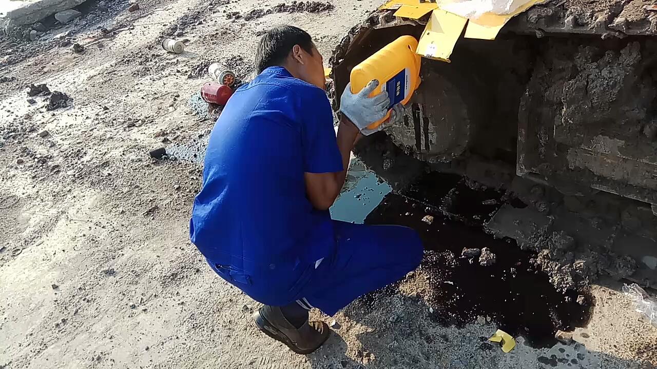 龙工225挖机1000小时保养
