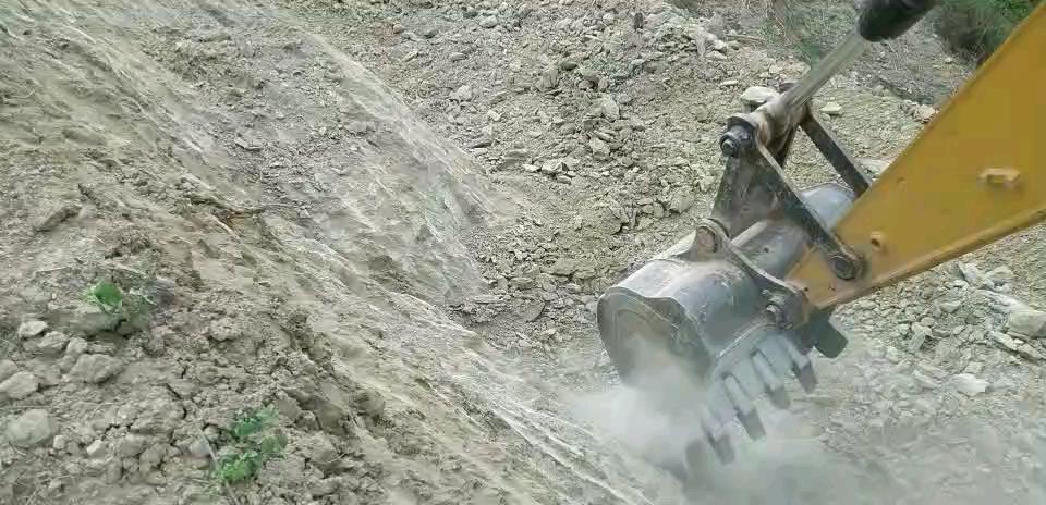 【铁甲视频】挖石头