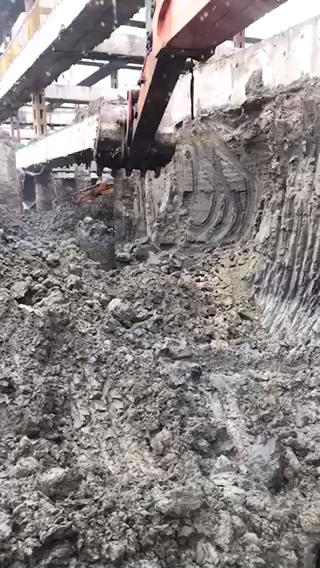 开了10多年挖掘机,半年前喜提日立60小挖。。