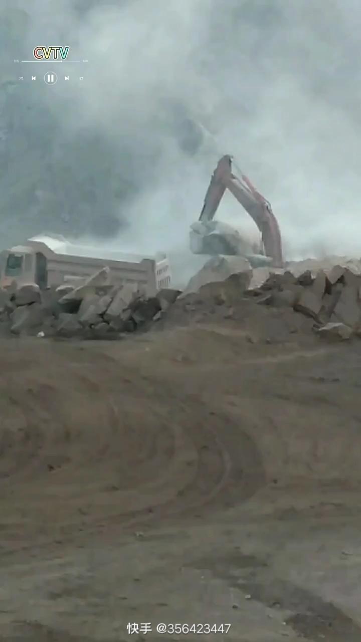 【铁甲视频】狼烟四起...开挖机真的不容易!