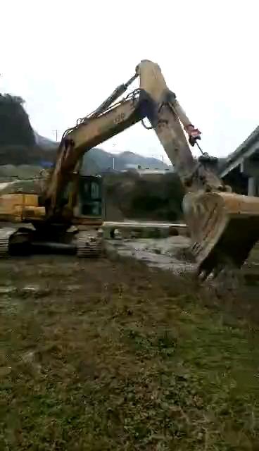 小松240再造車的煩惱