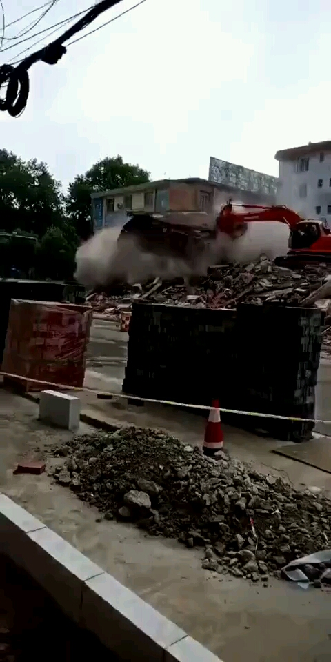 这是一台命苦的挖掘机-帖子图片