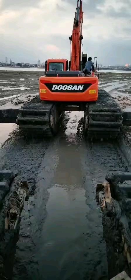 水上挖掘机出租水陆两用挖掘机租赁船挖出租长臂挖机出租湿地-帖子图片