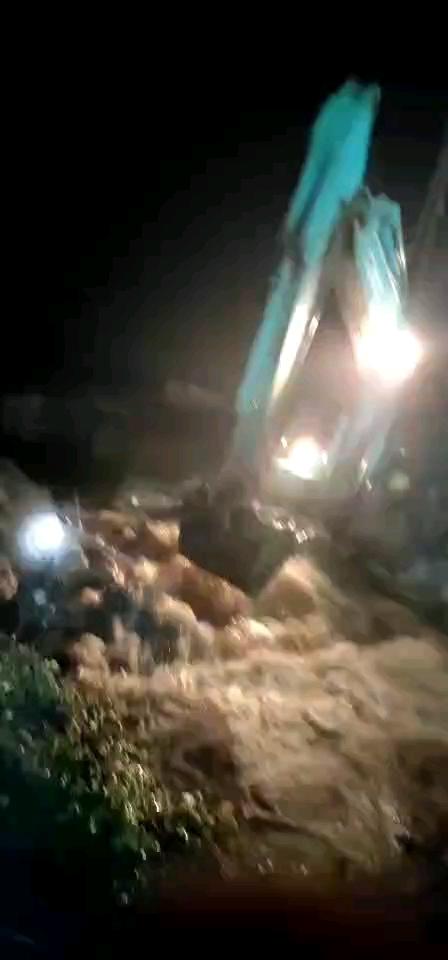 【年中总结】遇特大洪灾,庆幸挖机没被水淹。