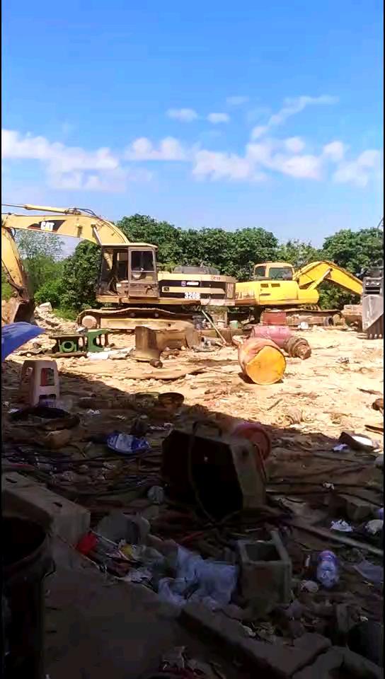 工地结束,挖机整修