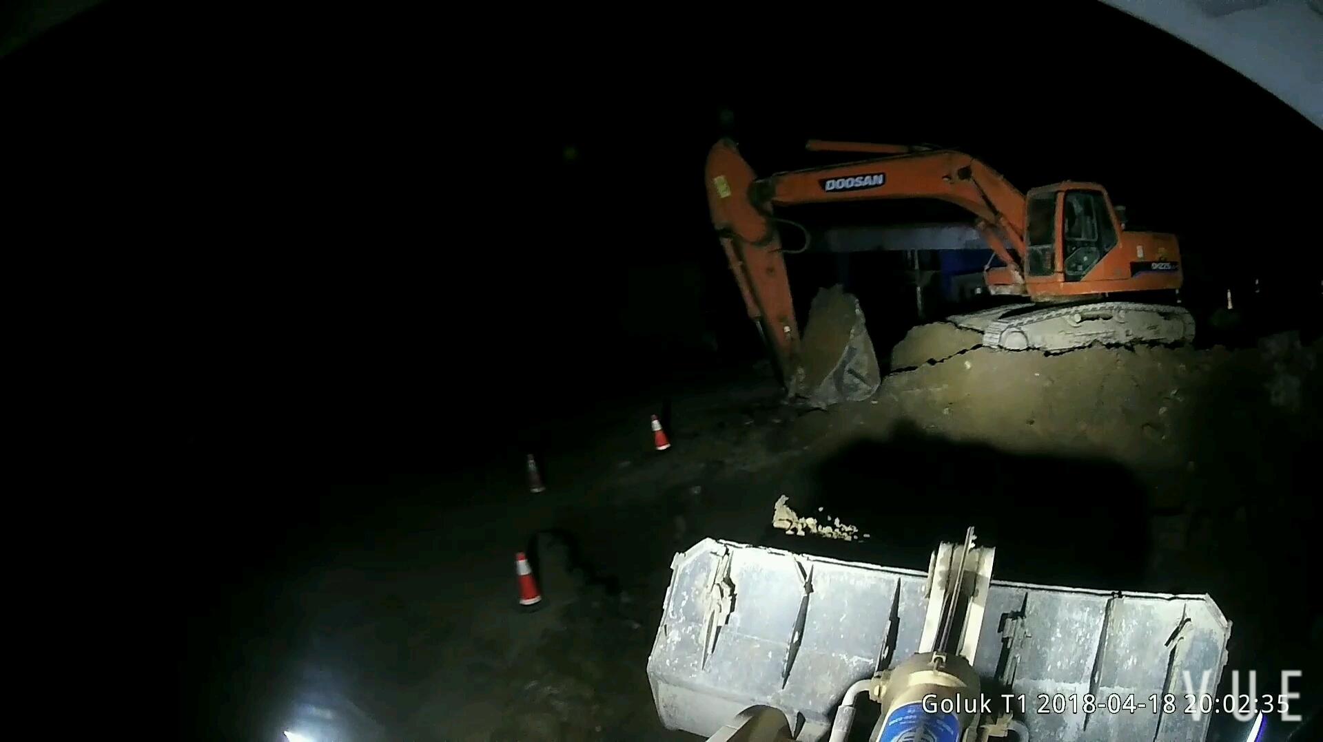 【老司机带你飞】装载机 装车和铲土的一些技巧