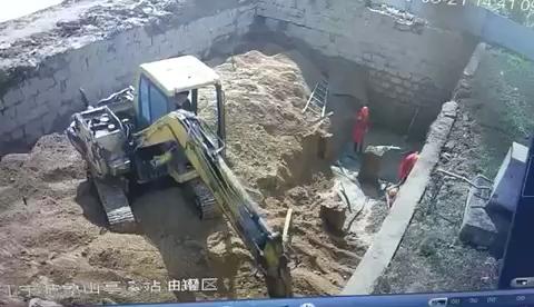 塌方 三人被埋