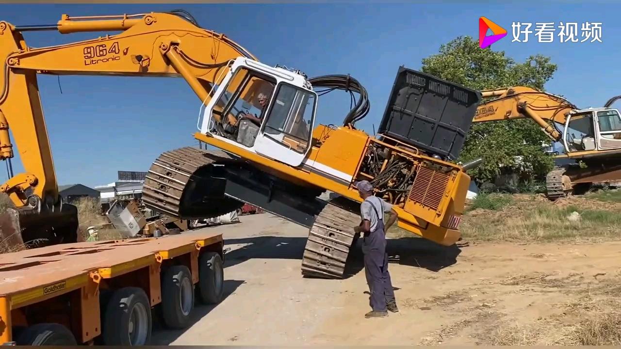 不同吨位挖掘机上下板车,这操作真是开眼了。