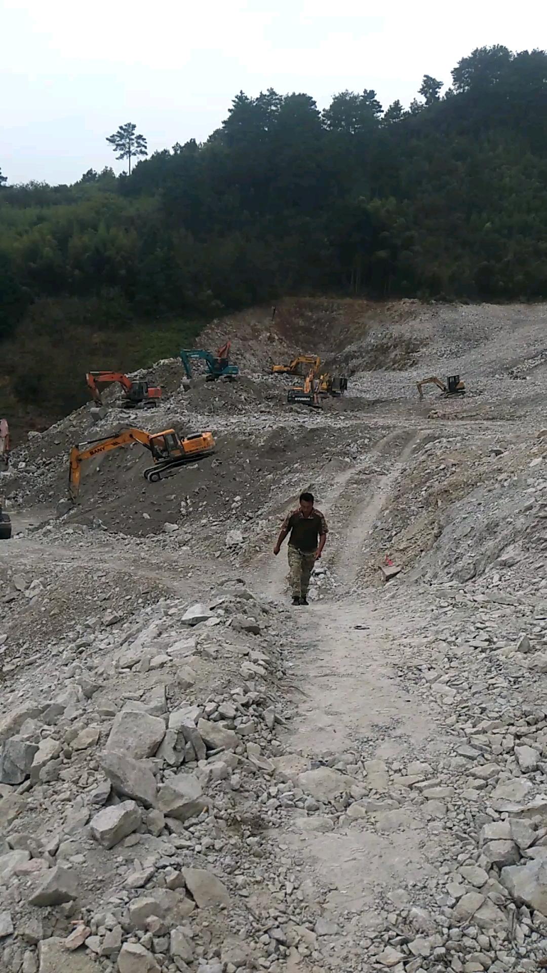 矿山干活视频加图片