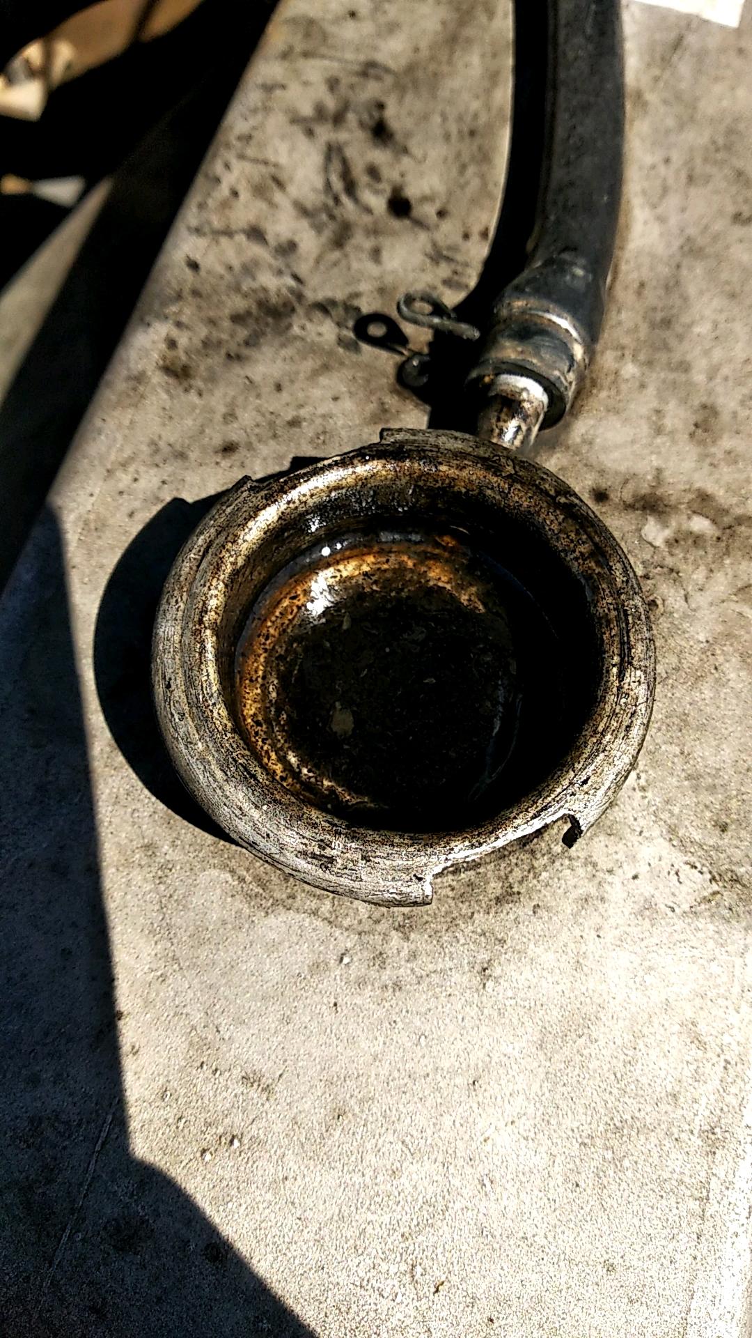 求助!!卡特320D水箱有机油,现在还冒泡