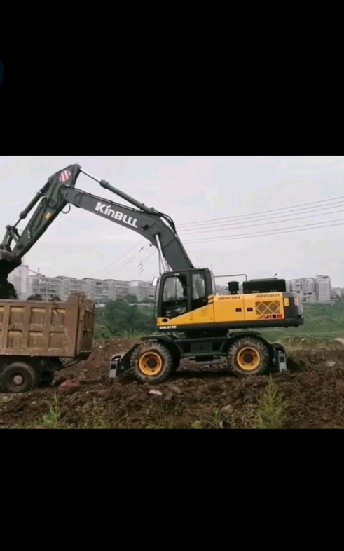 勤牛30吨轮挖