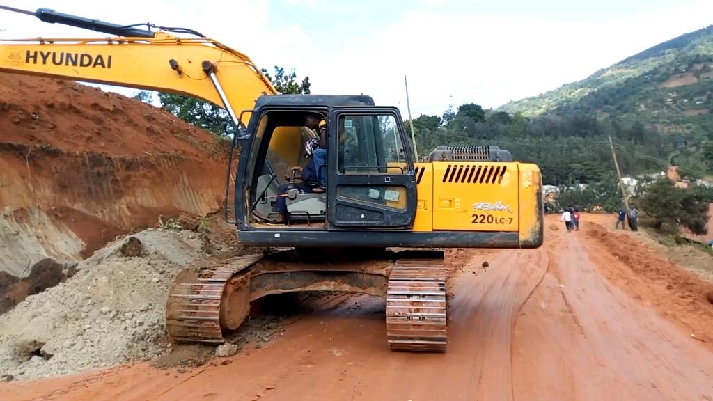 国外挖机司机刷坡