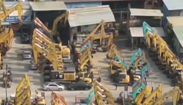 深圳凤凰机械日本纯进口挖机基地一角。震撼啵?