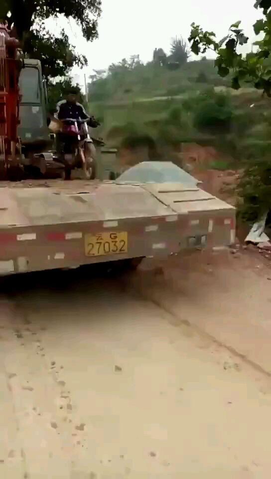 摩托车下板车整个倒栽葱