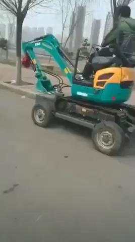 这个小挖拖车酷毙了!