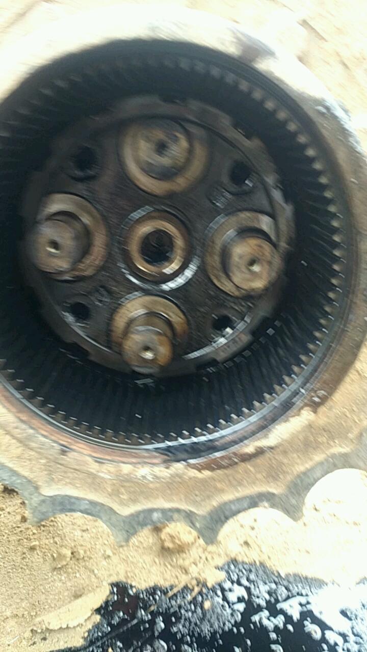 【视频征集】行走浮动油封漏油,我花15块钱做了个工具,维修快好几倍!