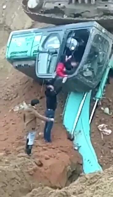 开挖机你别摸奶,