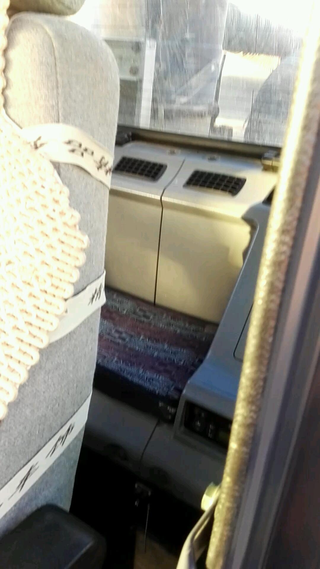 师傅说:无论干多脏的活,驾驶室必须干净!