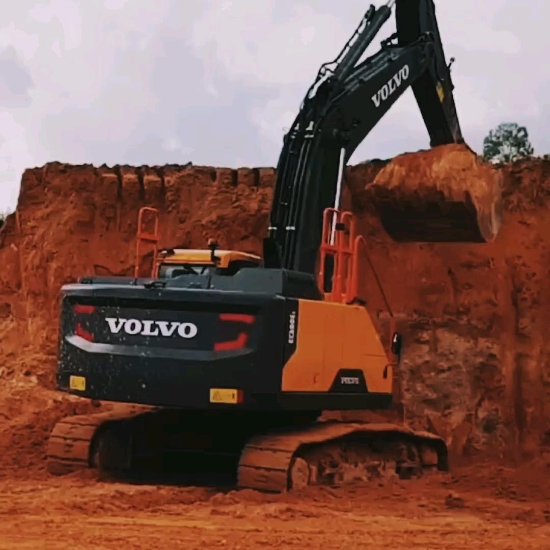 开局有装载机、挖掘机,分分钟发家致富