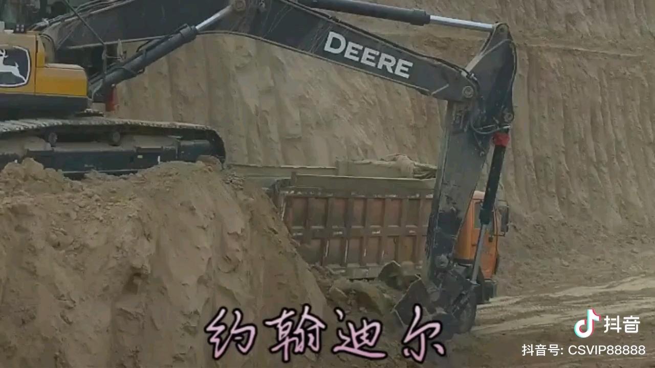 约翰迪尔挖掘机作业现场