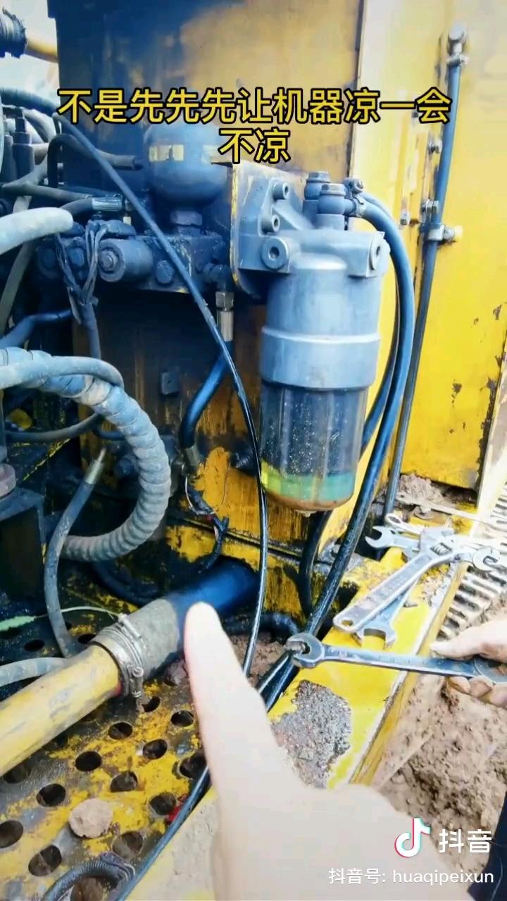 如何拆挖掘机的液压管。