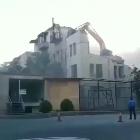 拆房子的朋友注意安全